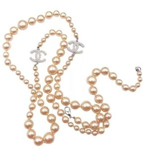 Authentic CHANEL pearl necklace classic CC-logo.